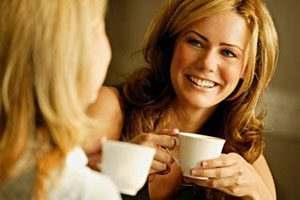 women_drinking_coffee