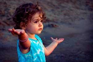Nova Akropola - otrok-sprasuje-zakaj-1