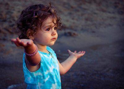 Nova Akropola - otrok-sprasuje-zakaj